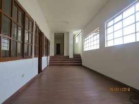 Alquilo amplio y hermoso Departamento / Oficinas en Cajamarca