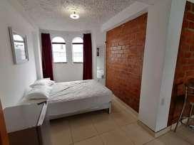 Se alquila bonita habitación con entrada privada tipo estudio en Miraflores. Cerca a áreas comerciales.