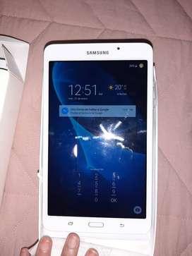 Tablet Samsung  7'  8 gb mas memoria externa de 32 de regalo con caja y accesorios nueva