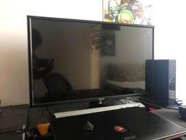 """TV/Monitor de 27"""" con dos entradas HDMI, entrada de cable optico y AV"""