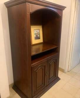 Mueble para televisor en madera tallada