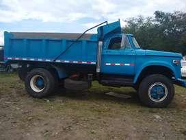 Volqueta o camión con volco