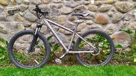 "Bicicleta Iron Horse 26"" suspension Rock Shock, Shimano"