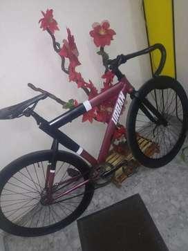Se vende bicicleta fixied tipo coaster marca urban en excelentes condiciones