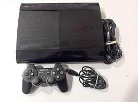 Playstation 3 en caja como nuevo con dos mandos