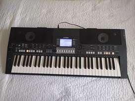 Piano Yamaha PSR S550