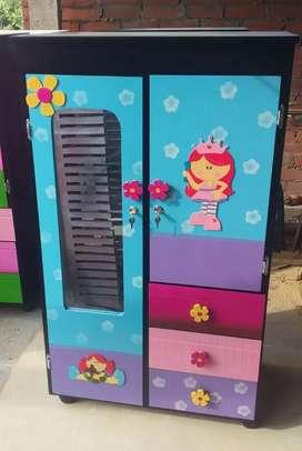 Fábrica de armarios infantiles y matrimoniales