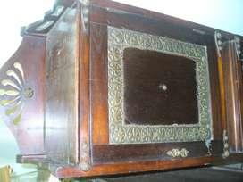 Antiguo Mueble de Estilo Unico