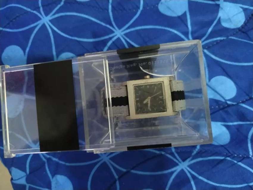 Reloj nuevo marca ECHO, importado, con su estuche