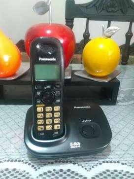 Teléfono Panasonic ref 46, con altavoz