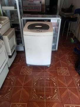 Vendo lavadora LG fuzzy lógic de 24 libras