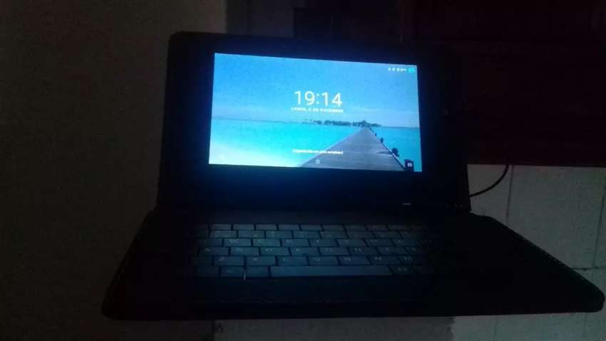 Tablet casi sin uso con teclado 0