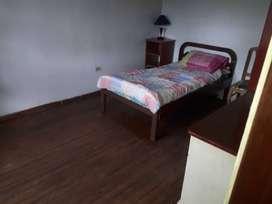 Habitacion amplia,amoblada para persona sola con baño independiente