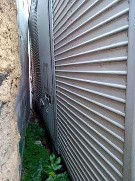 furgon NKR puerta lateral aislado