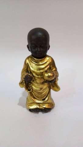 Monje tibetano dorado y plateado