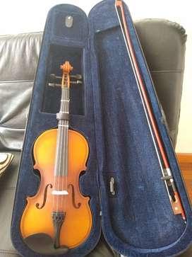vendo violín a buen precio en excelente estado.