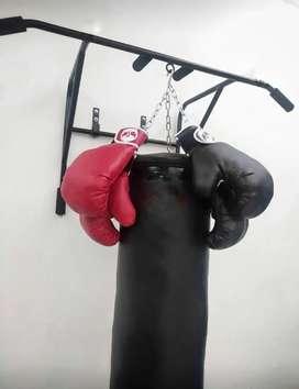 Combo saco de boxeo y guantes