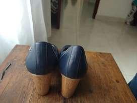 Tacón azul marca Vélez talla 36