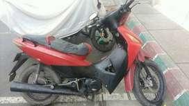 Se vende moto economica para reparacio. Prende normal y anda pero tiene un sonido