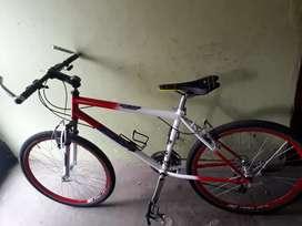 Vendo hermosa bicicleta 8 velocidades negociables vendo O cambió