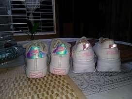 Vendo Los Dos Pares de Zapatos para Niña