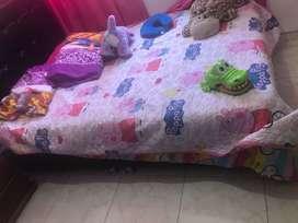Vendo base cama y colchón doble