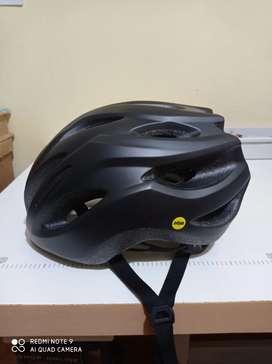Vendo casco GIANT REV COMP con mips