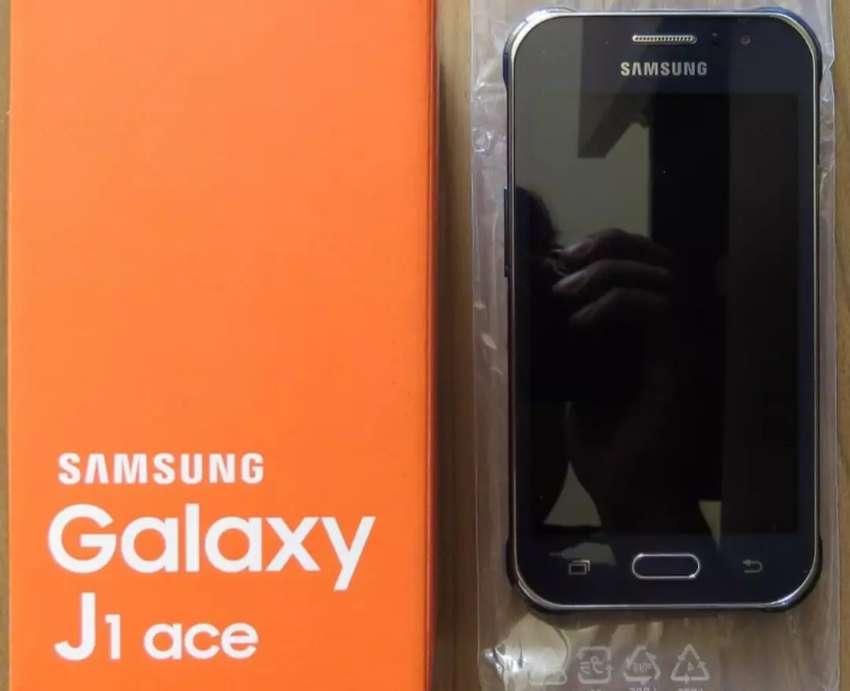 Samsung Galaxy J1 Ace libre de fábrica, seminuevo en caja. Digno de ver. Zona San Martín 0