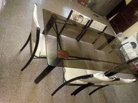 Juego de mesa de vidrio  con sillas