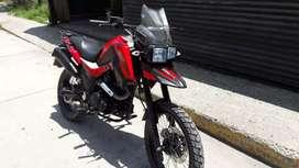 Se vend moto casi nueva