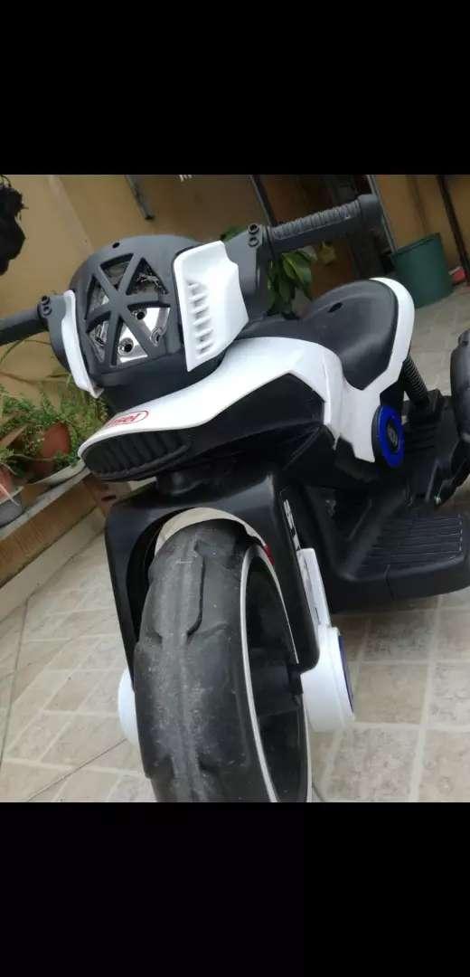 Moto eléctrica para niño 0