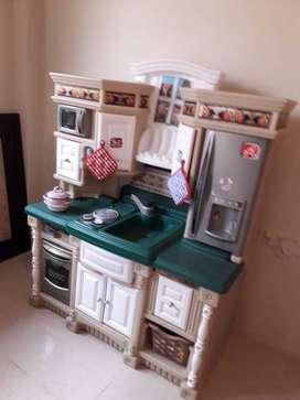Casa y cocinita de juguete
