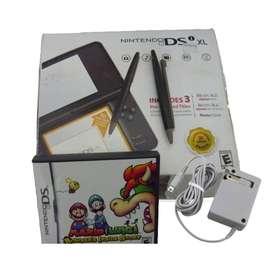 Se vende nintendo DSiXL con 1 juego y memoria externa de 2GB