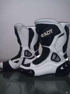 Vendo botas adt talla 44