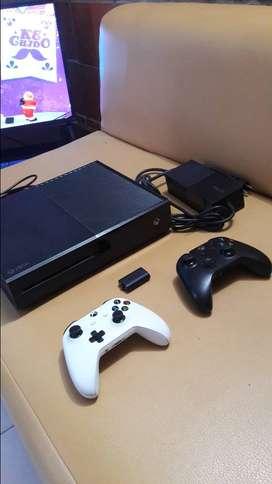 Xbox one 500 GB 2 CONTROLES