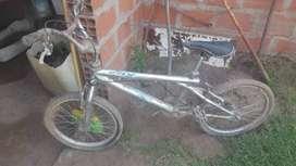 Bicicleta BMX en desuso