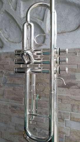 Trompeta Scala Italy str30s plateada con estuche y boquilla 7c nueva