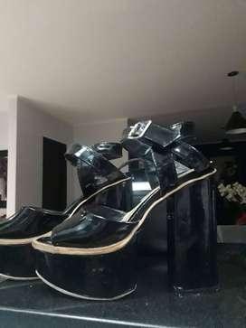 Sandalias negras taco cuadrado