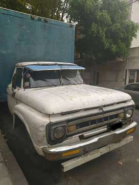 PERMUTO POR MOTO. Ford 600 no, Ford 500 V8 c/GNC