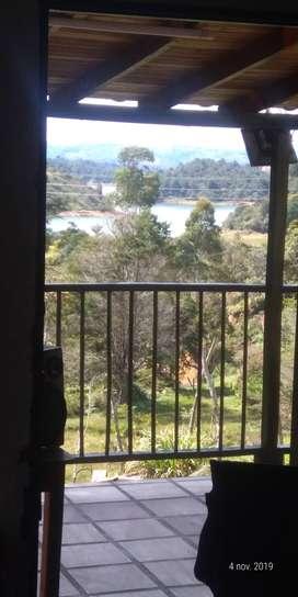 Guatape: Finca A 3 kilómetros del pueblo, hermosa vista a represa también se ve la piedra, quebrada, asadero.