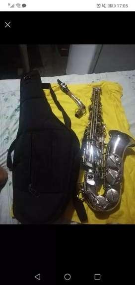 Saxofón alto