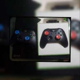 Xbox one 500 GB, se vende con dos controles y 3 juegos originales
