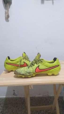 Botines Nike tiempo en buen estado