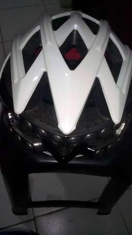 Vendo casco blanco inteligente
