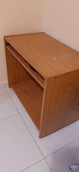 Vendo pequña mesa tipo escritorio