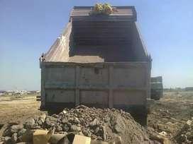 Escombro Recolección en Volquetas