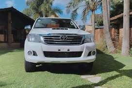 Toyota Hilux SRV 4x4 AT Cuero 146000 Kmts