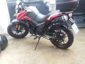 Remato moto Axxo Trucker 250 roja, matrícula al día, único dueño