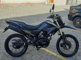 Moto TUNDRA CROSS x200i