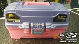 Caja De Pesca Plano Two Tray - 2 Bandejas Rosa - Made In USA